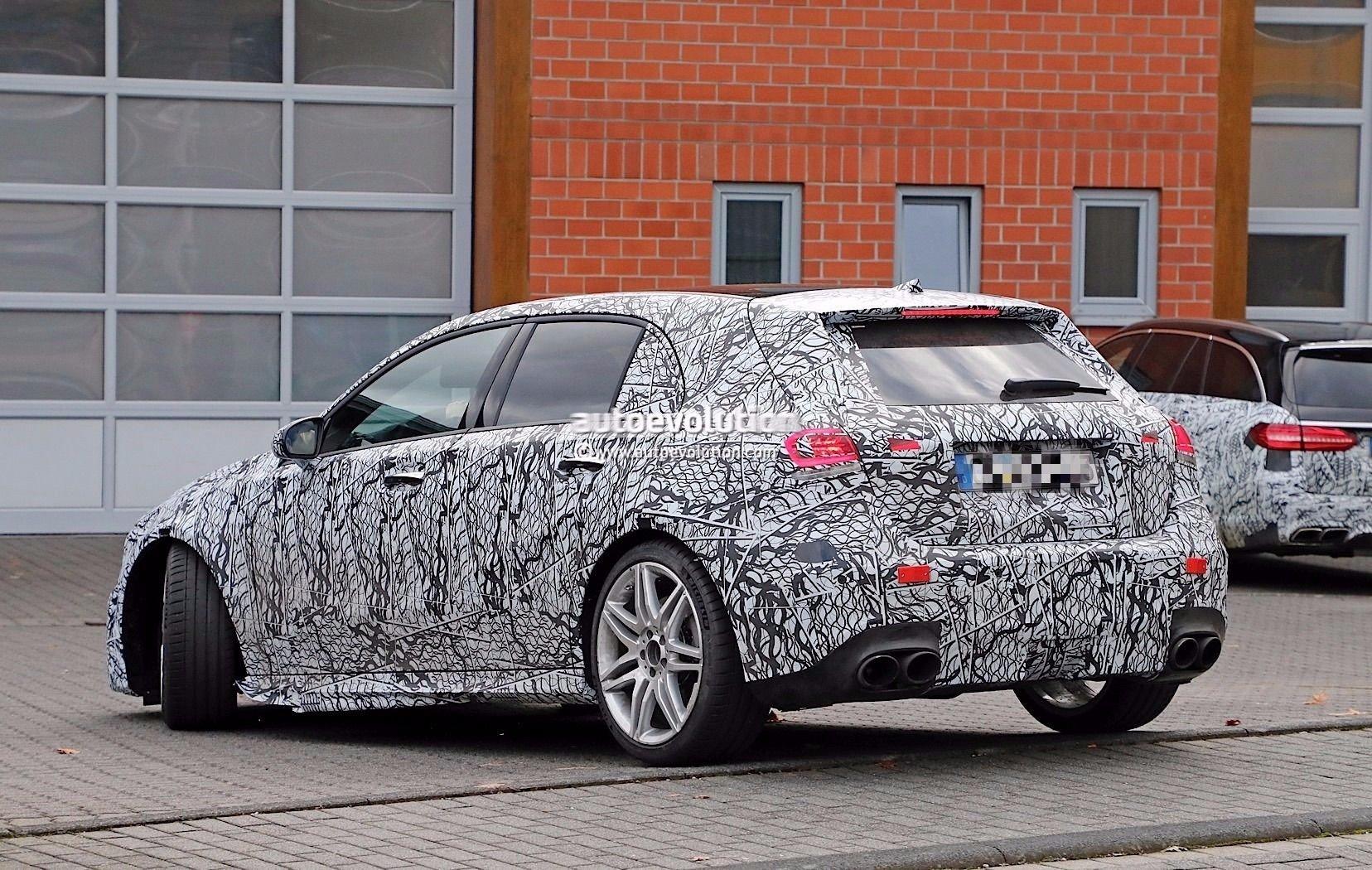 Концепт Mercedes AMG 45 разукрасили и показали в Нюрбургринге