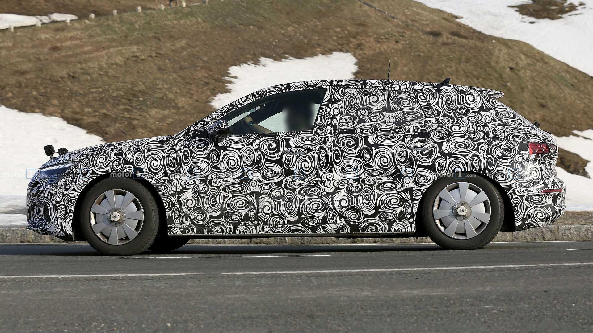 Инженеры Audi тестируют прототипы обновленного A3