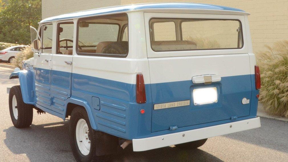 В продаже появился редкий внедорожник Toyota Land Cruiser FJ45LV 1967 года