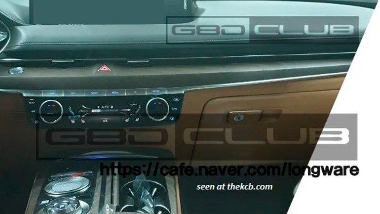 «Живые» фото нового Genesis G80 попали в Сеть