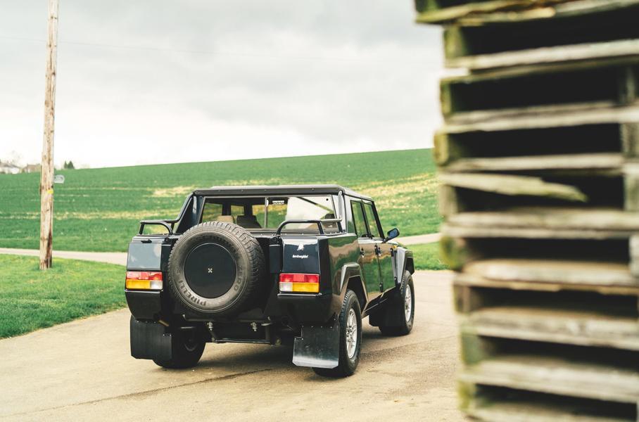 На продажу выставили «идеальный» внедорожник Lamborghini LM002