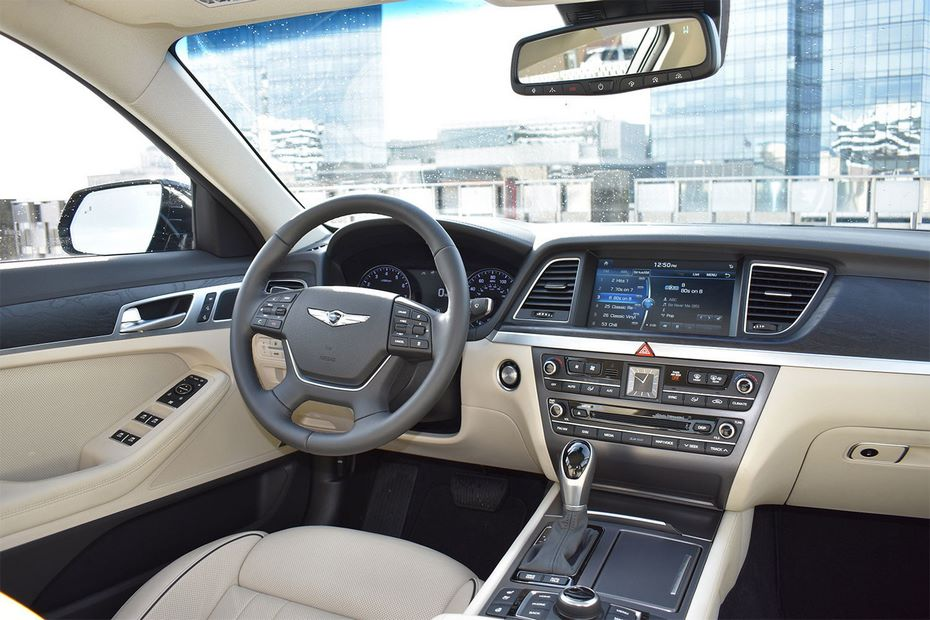 Автомобилями русского инвестиционного форума стали седаны Genesis G80
