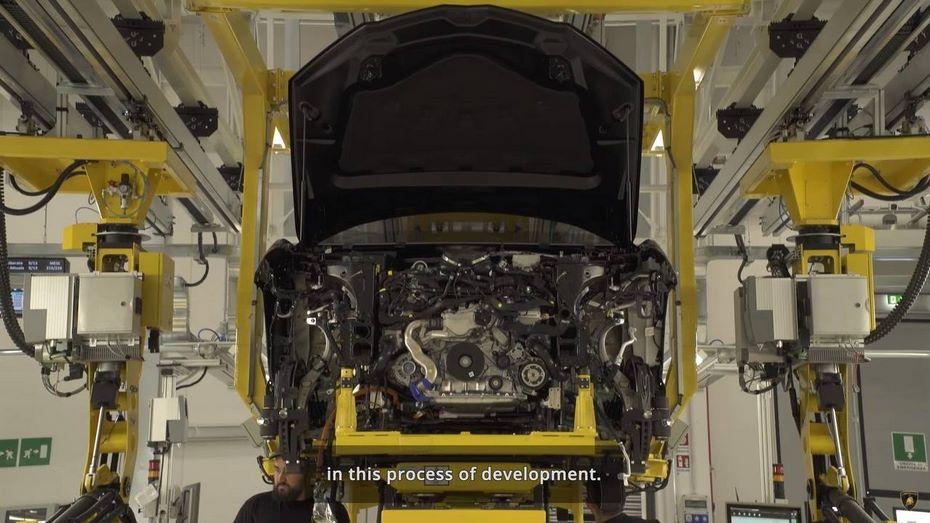 Lamborghini показала процесс сборки современного джипа Urus