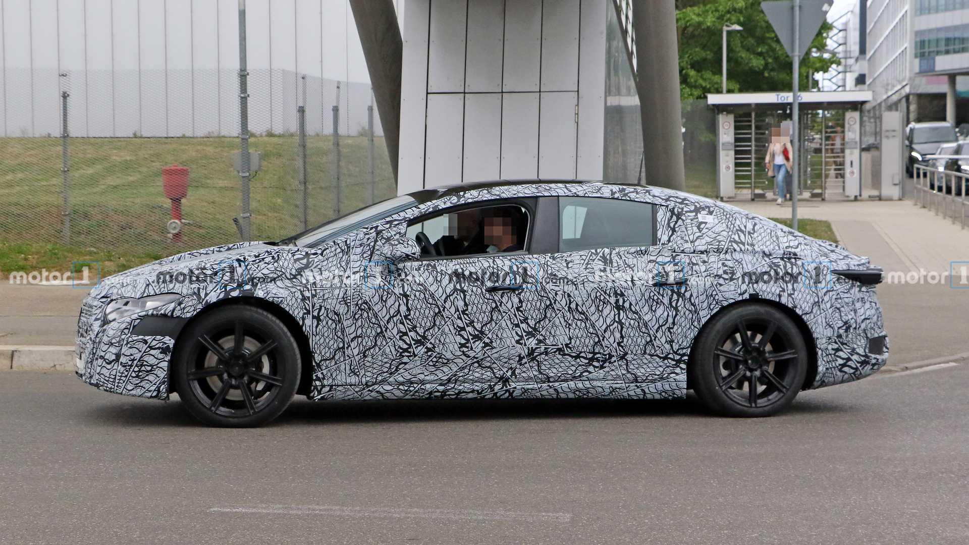 Электрический Mercedes EQS получит управления четырьмя колесами