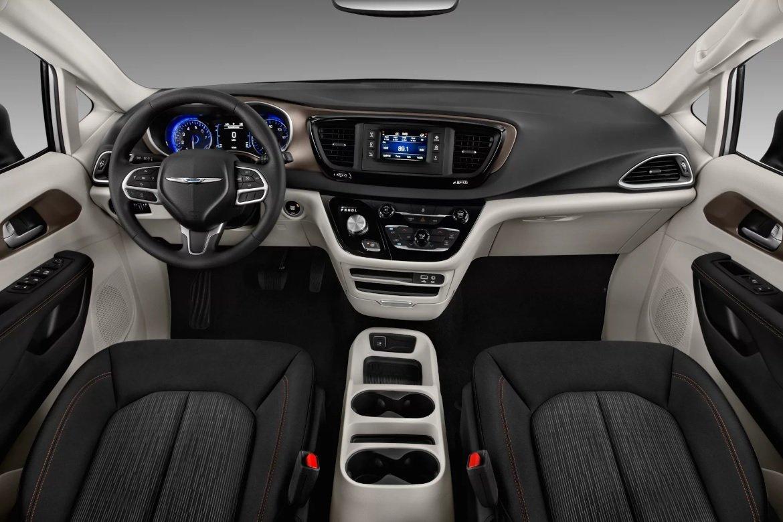 Минивэн Chrysler Pacifica подорожал на 150 000 рублей