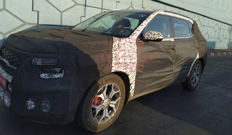 Аналог Hyundai Creta от KIA щеголяет роскошным салоном на шпионских фото