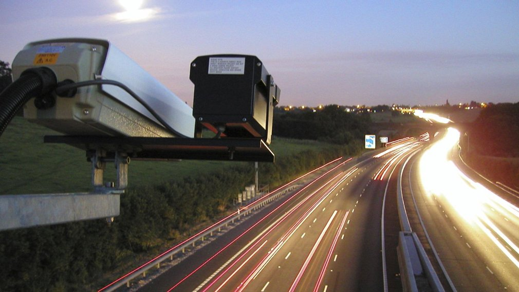 На дорогах России появились невидимые для радаров камеры