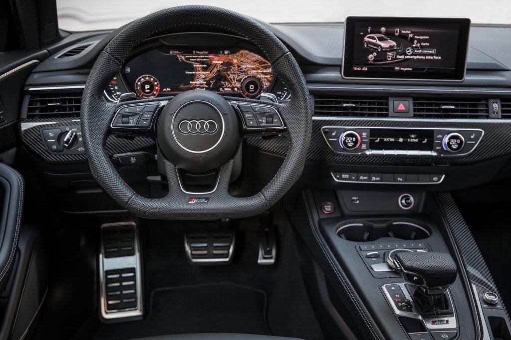 Ауди обнародовала фотографии нового «заряженного» универсала RS4 Avant