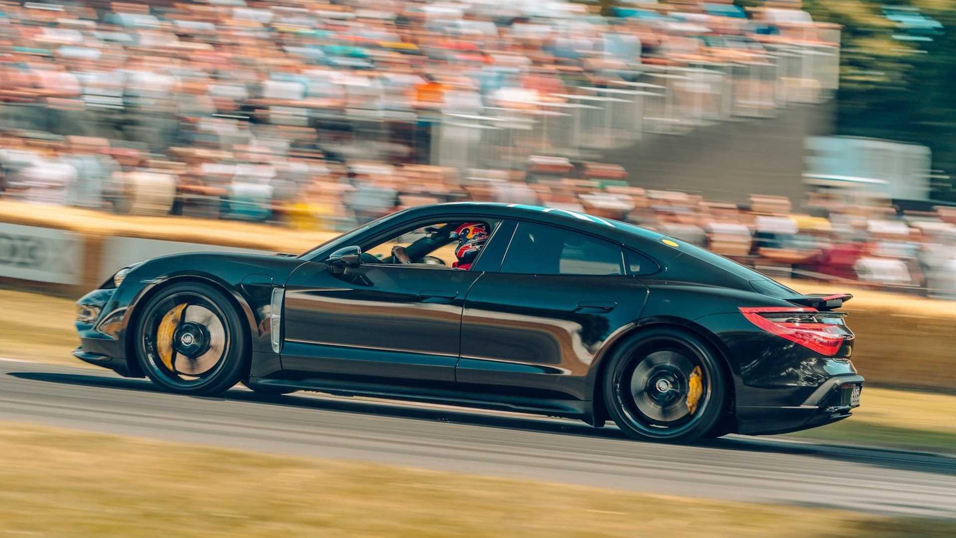 Прототип электрического седана Porsche Taycan замечен на финальных тестах