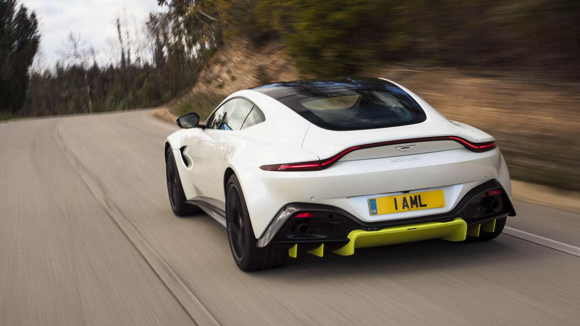 Aston Martin Vantage проходит трассу Нюрбургринг за 7:43
