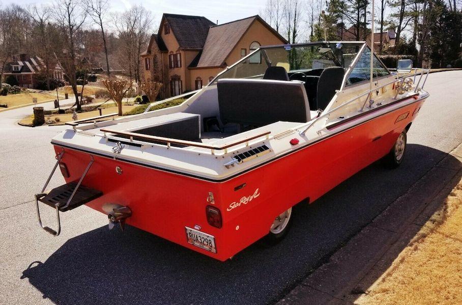 Необычный автомобиль в виде катера ищет нового владельца на eBay