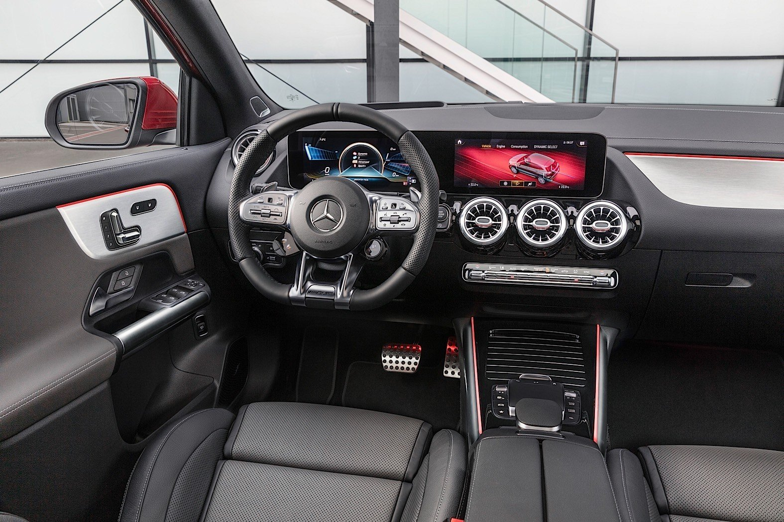 Кроссовер Mercedes-Benz GLB получил новую базовую вариацию