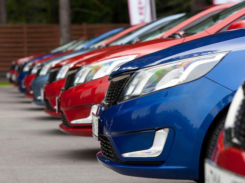 С середины марта 15 марок еще не меняли стоимость своих машин в России