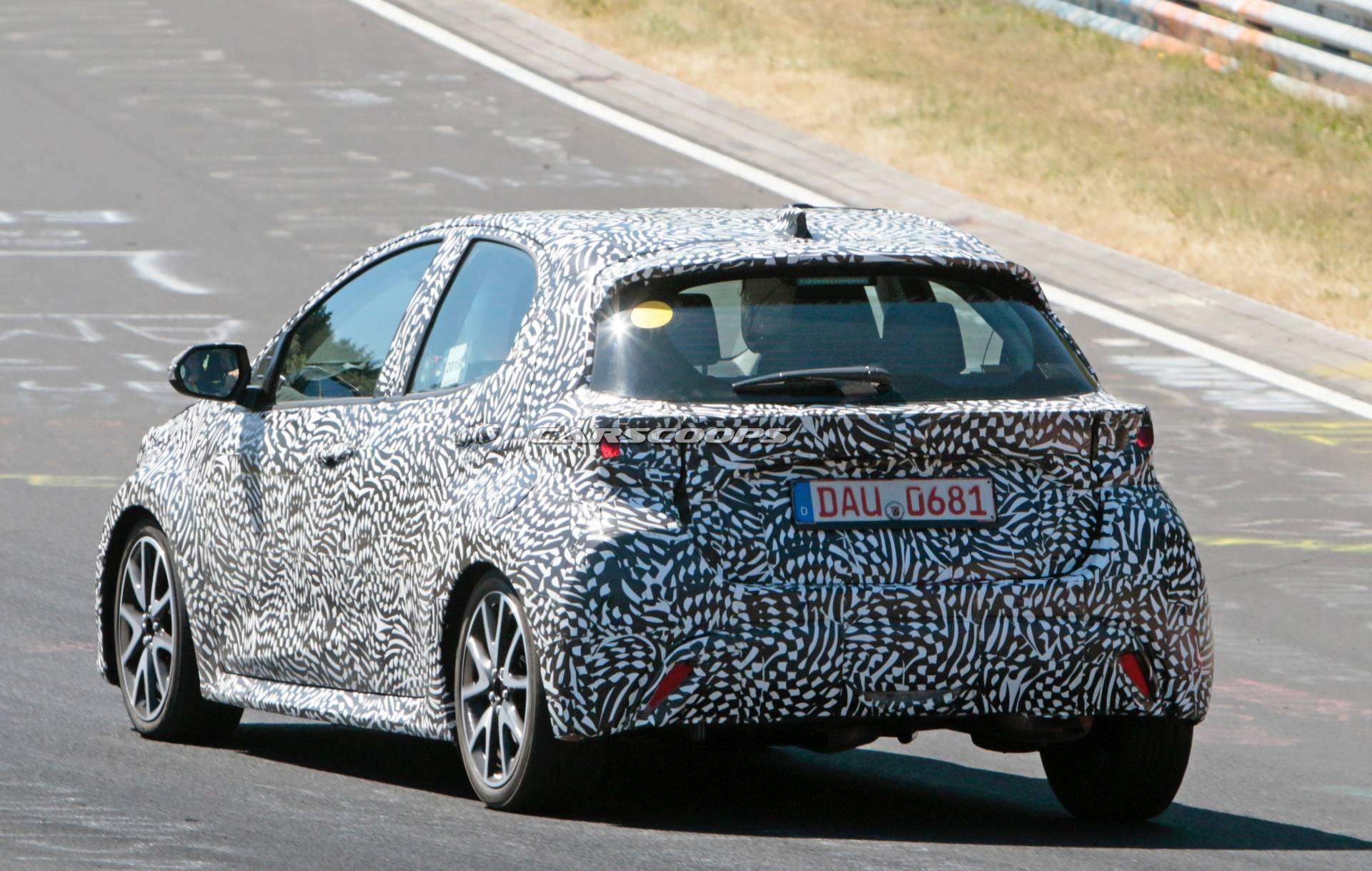 В Сети появились первые фото обновленной Toyota Yaris