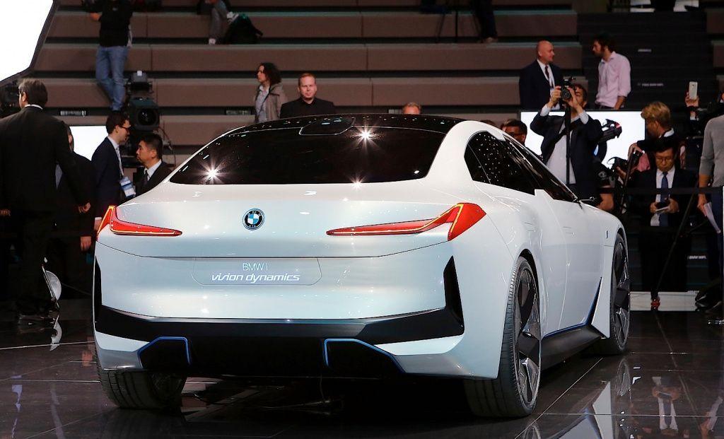 Концепт BMW iVision Dynamics станет серийной моделью i4 class=