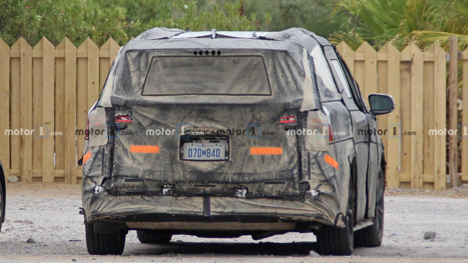 Стали известны подробности о гибридной версии обновленного минивэна Toyota Sienna