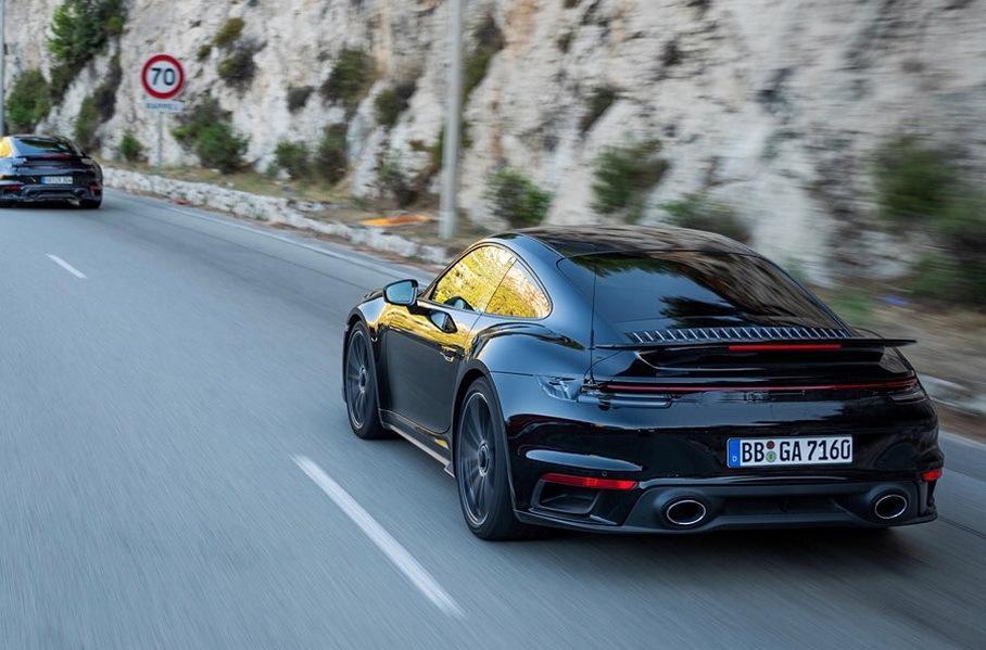 Porsche официально рассекретила новый 911 Turbo на фотографиях