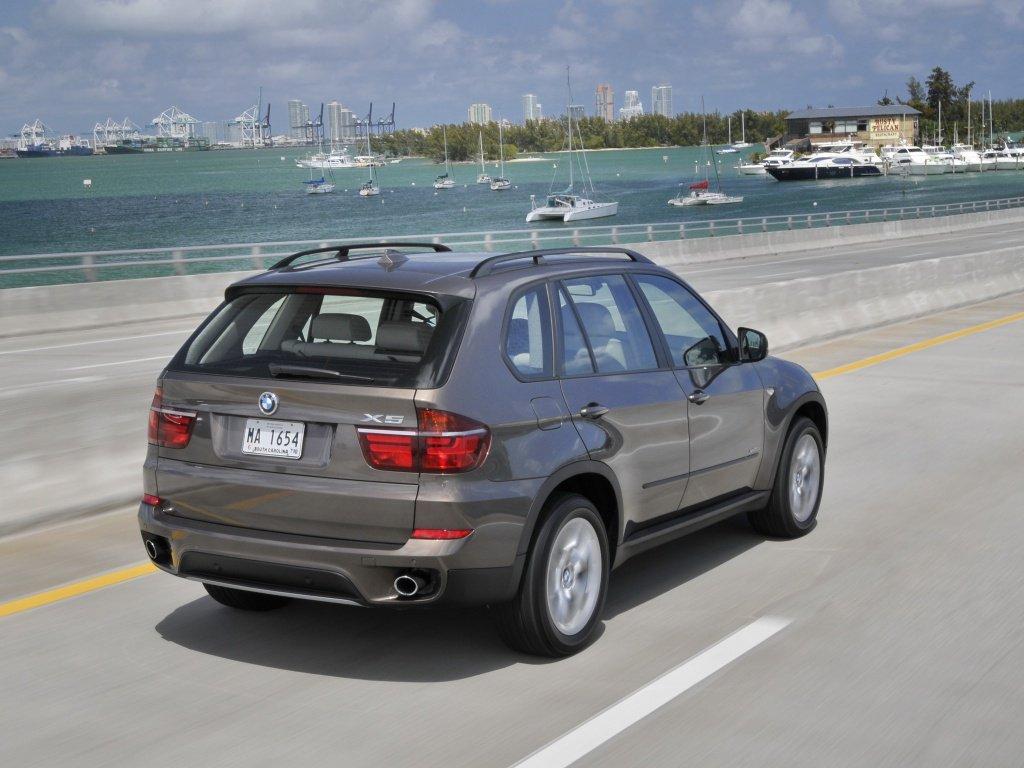 BMW X5: поколения, кузова по годам, история модели и года выпуска, рестайлинг, характеристики, габариты, фото - Carsweek