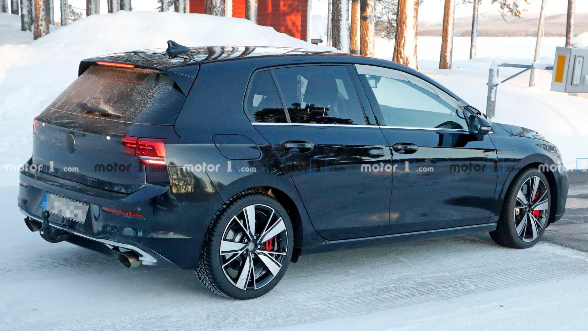 VW опубликовал тизер на «заряженный» Golf GTI