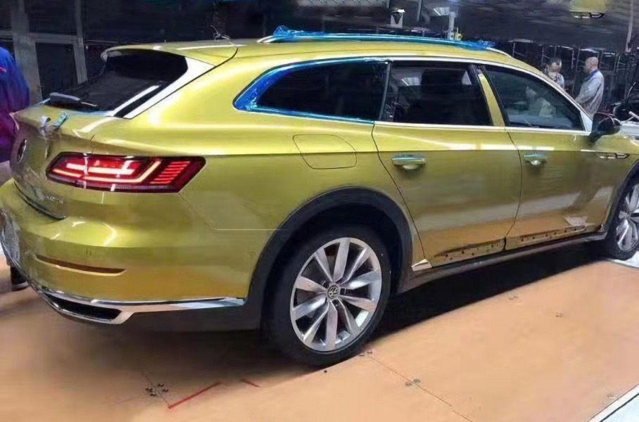 В сети появились дебютные снимки универсала Volkswagen Arteon