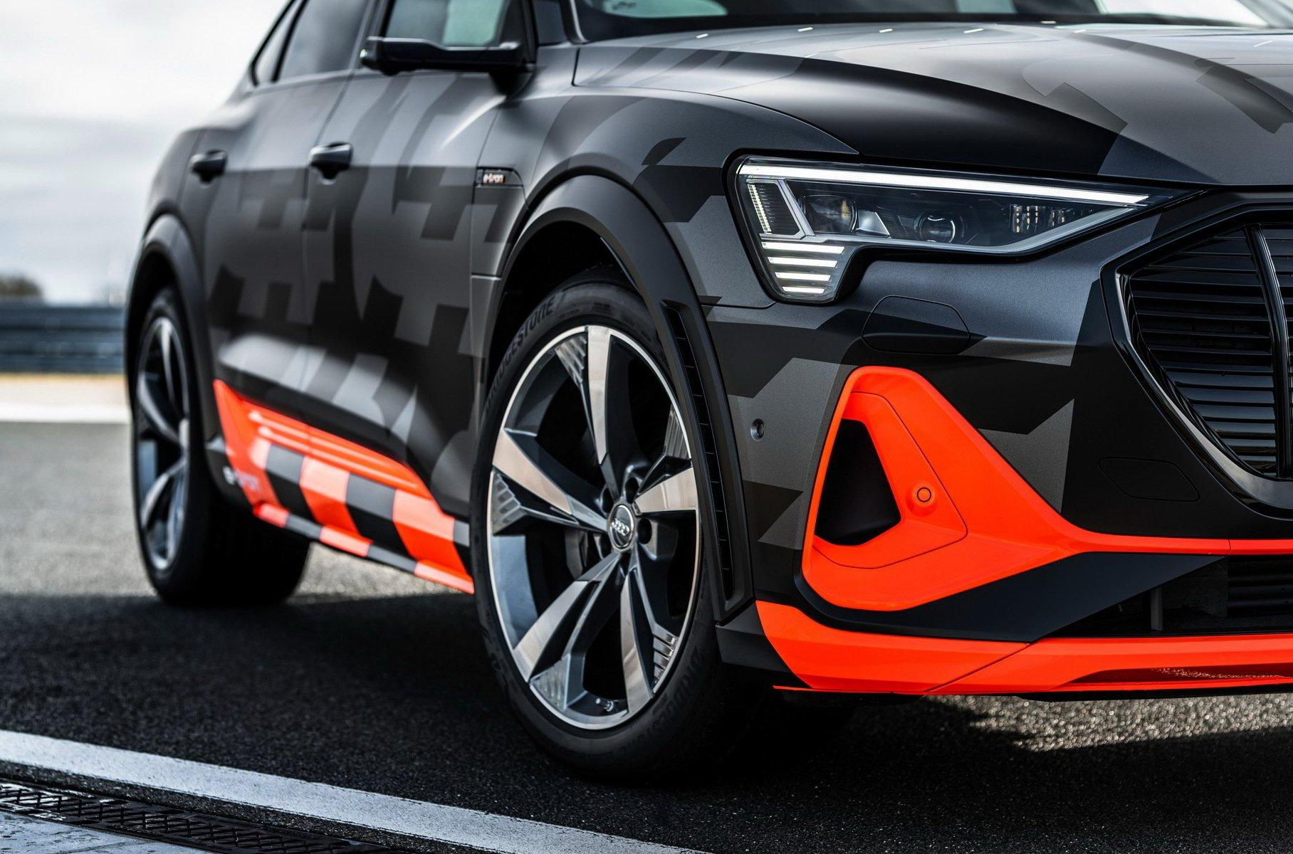 Audi рассекретила характеристики дебютного «заряженного» электромобиля