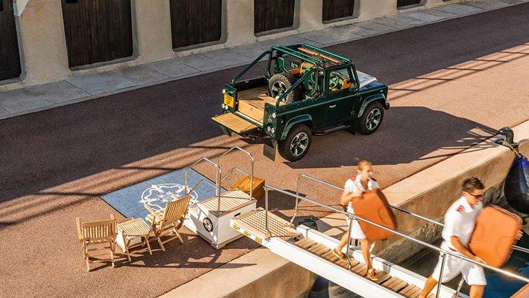 Показали изумрудный Land Rover Defender от Overfinch