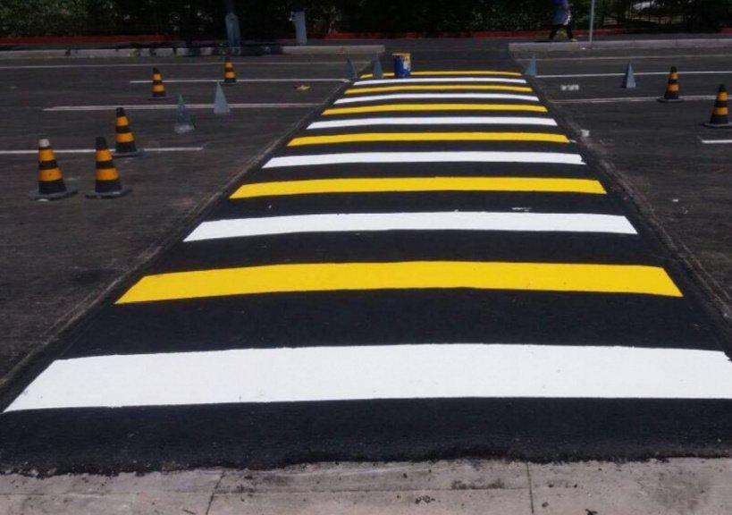 В России появятся «умные» светофоры и приподнятые «зебры»