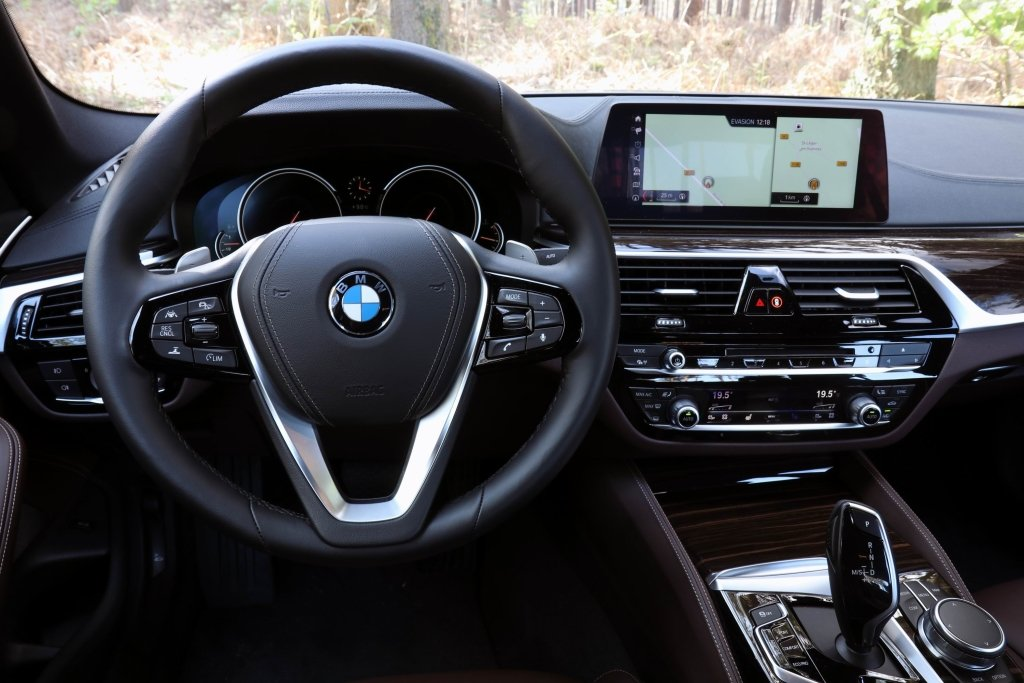 bmw_520d_xdrive_sedan_luxury_line_4.jpg
