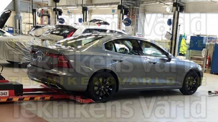 На фото: шпионское изображение предположительно седана Volvo S60