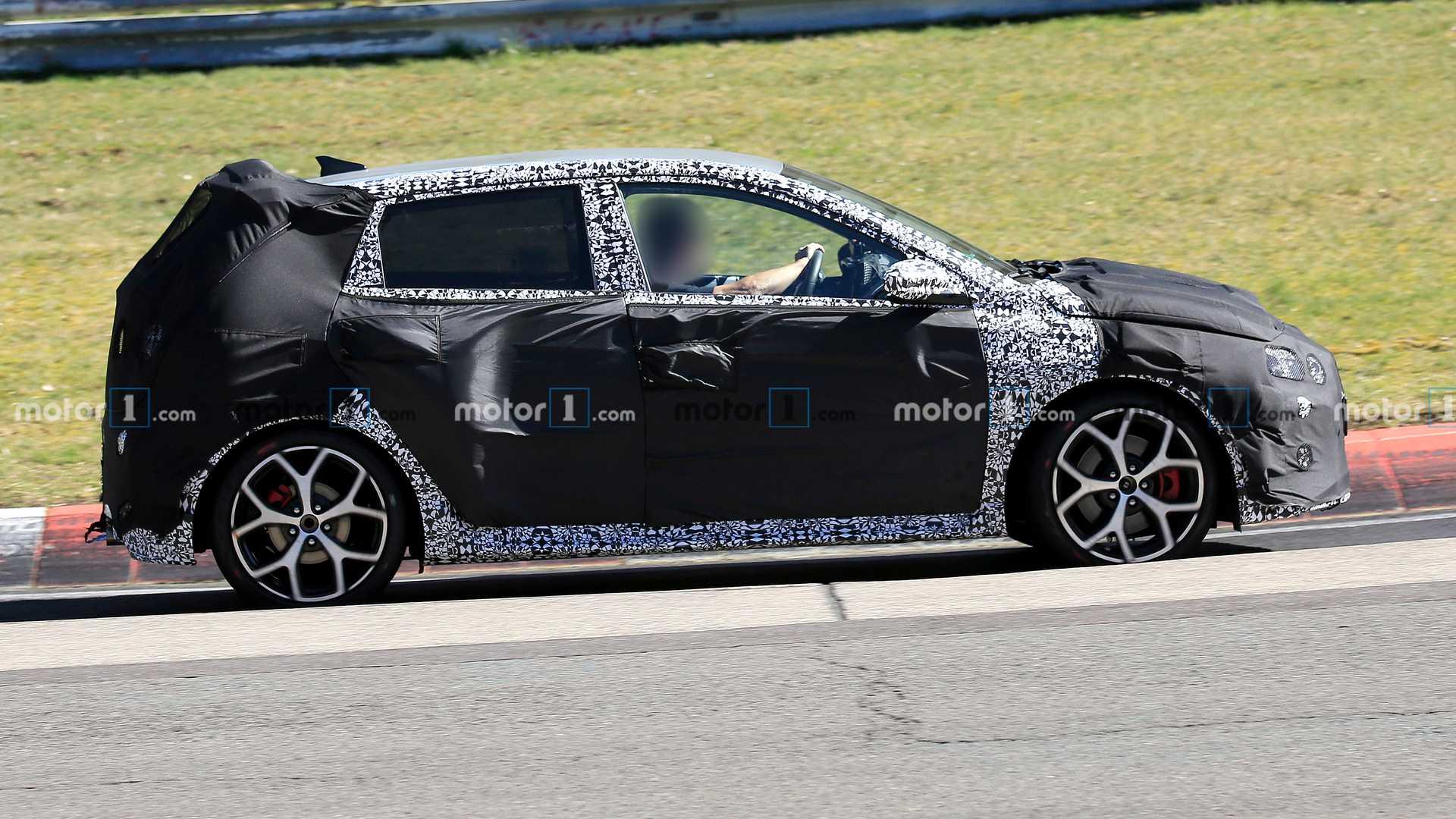 Hyundai тестирует прототип высокопроизводительного хэтчбека i20 N