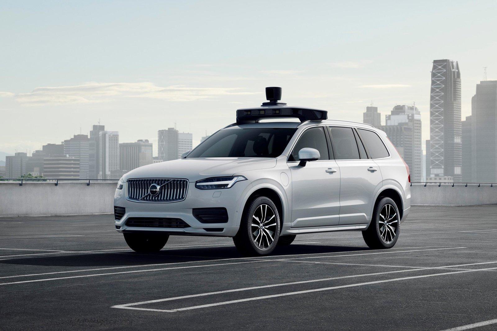 Беспилотники Volvo появятся на дорогах через два года