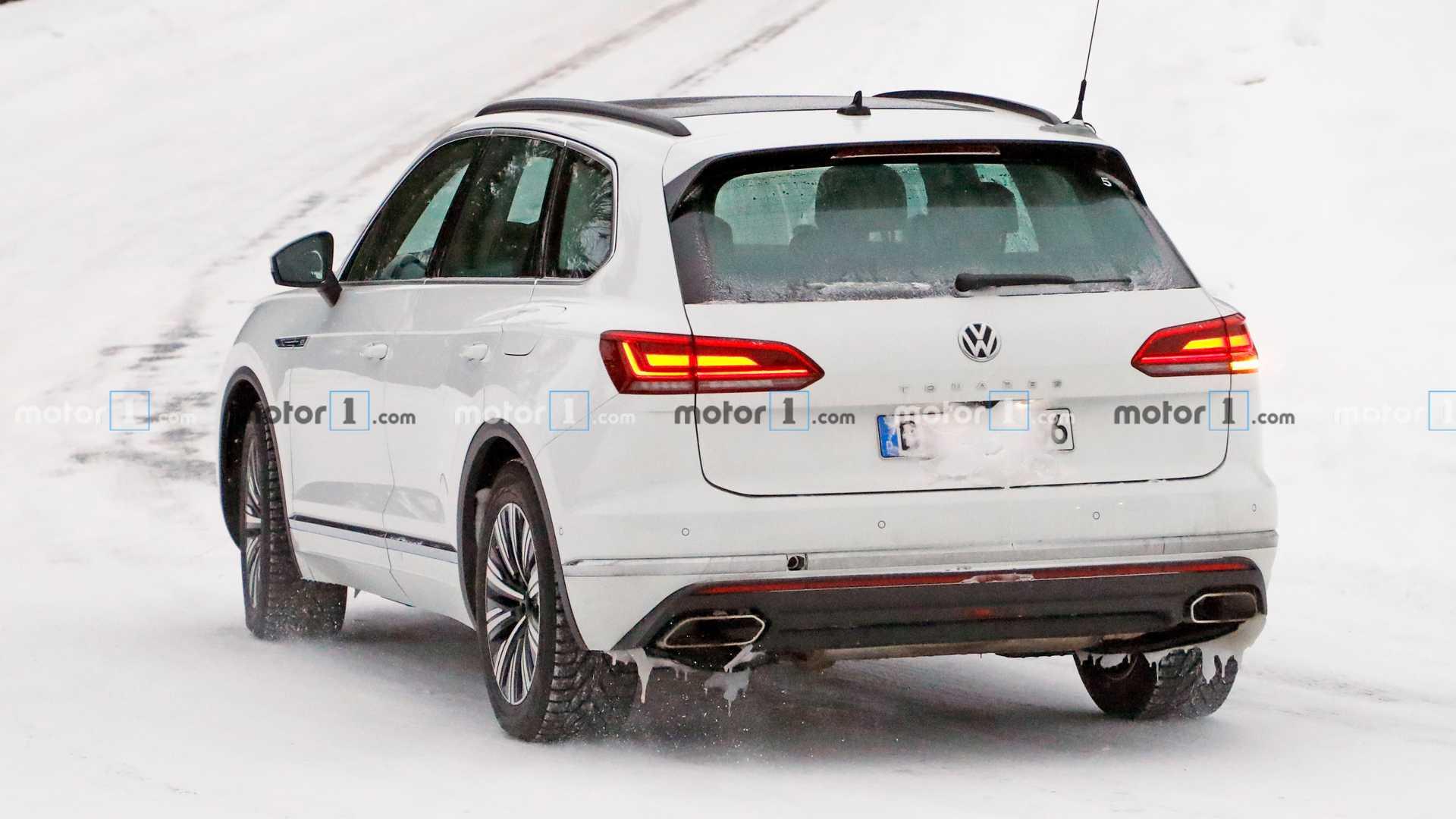 На тестах замечен прототип гибридного кроссовера VW Touareg GTE