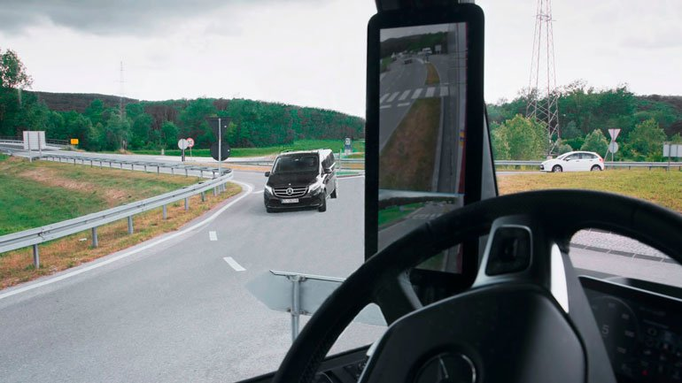 На Mercedes-Benz Actros установят камеры вместо боковых зеркал
