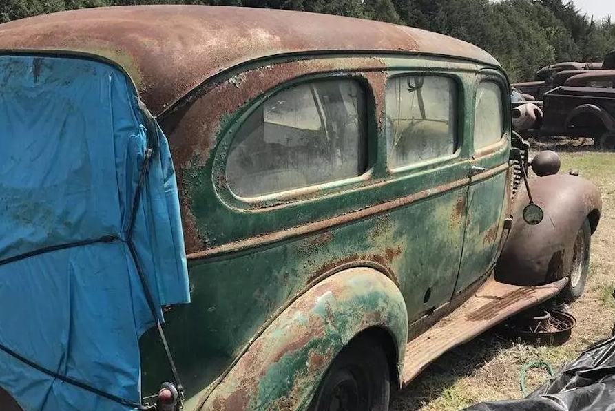 В США продают коллекцию из 80 ржавых ретроавтомобилей