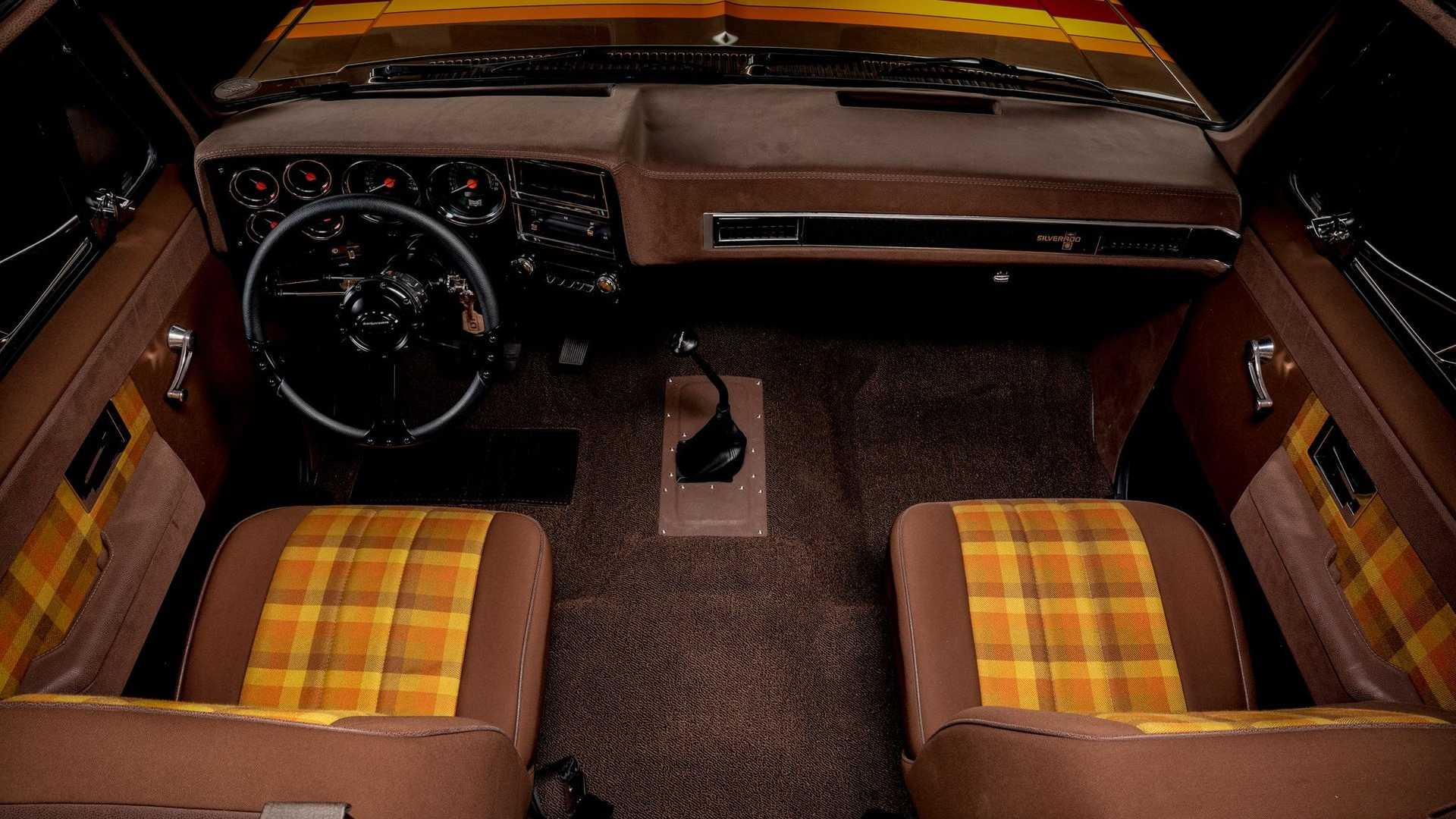 Ретро-кемпер на базе Chevrolet C30 1983 года появился в продаже