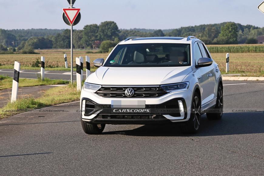 После фейслифтинга Volkswagen T-Roc и T-Roc R 2022 избавились от камуфляжа