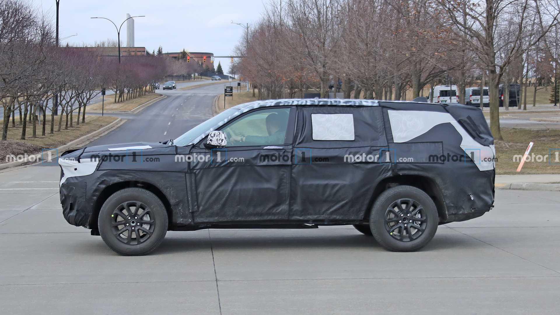 Дебют нового Jeep Grand Wagoneer перенесли на 2021 год