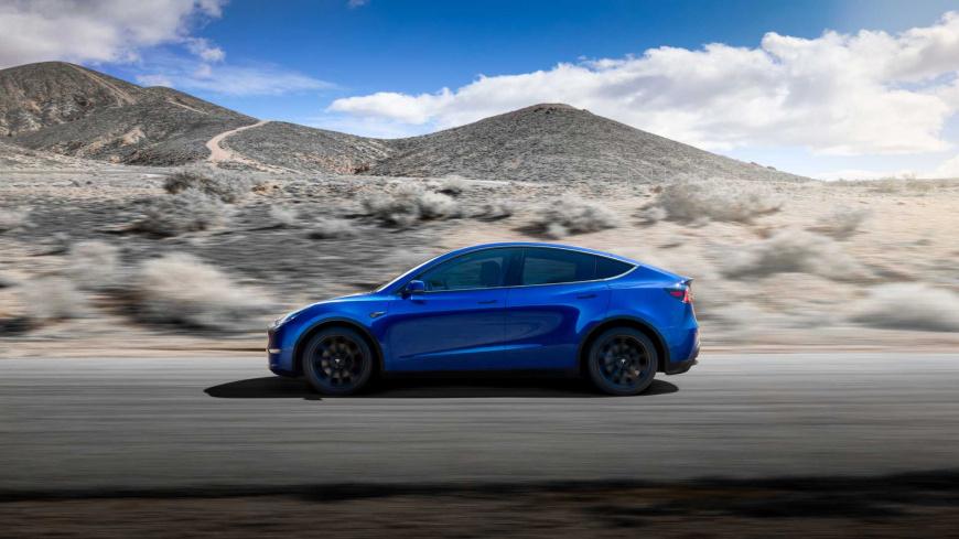 Смотрите, как кроссовер Tesla Model Y бесшумно гонит по немецкому автобану