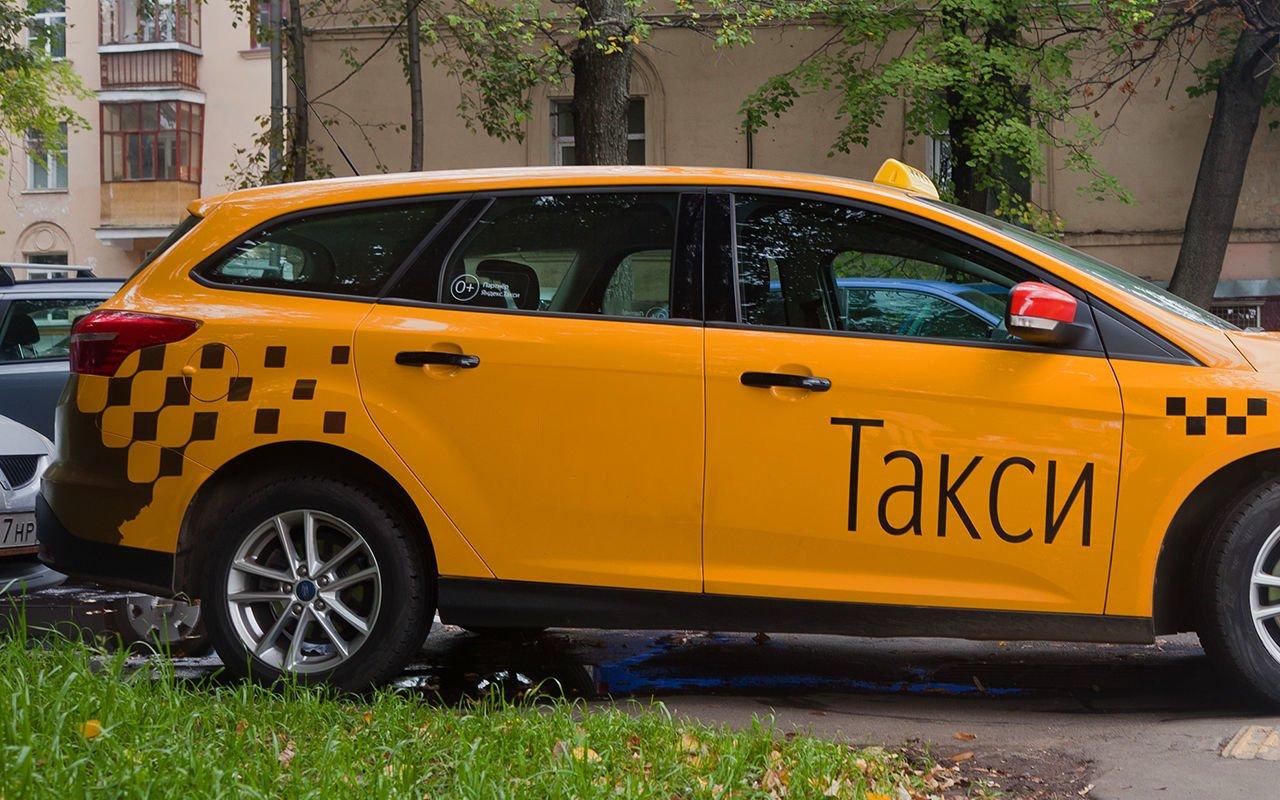 Минтранс введет штрафы грузовым авто и такси за парковку во дворах