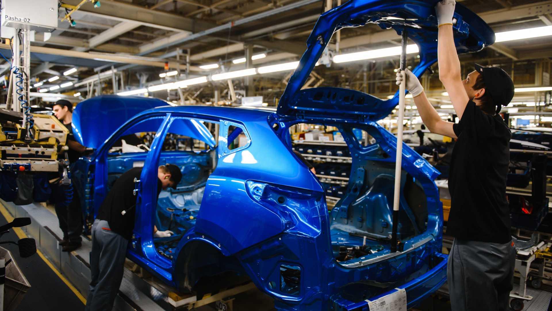 Nissan продлит приостановку выпуска авто на заводе в Петербурге
