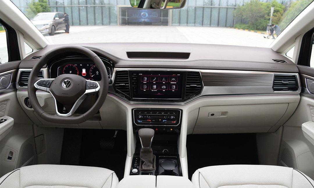 В Volkswagen назвали дату продаж нового большого минивэна Viloran