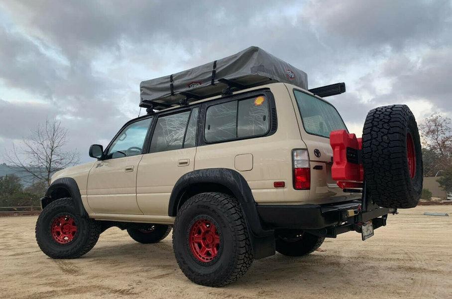 На продажу выставили Toyota Land Cruiser с палаткой на крыше