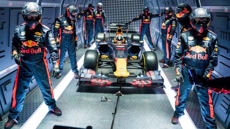 Aston Martin Red Bull Racing провели пит-стоп на высоте более 10 километров