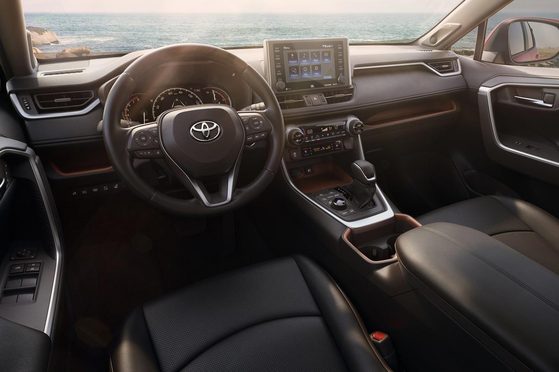 Toyota RAV4 стал самой продаваемой моделью бренда в России