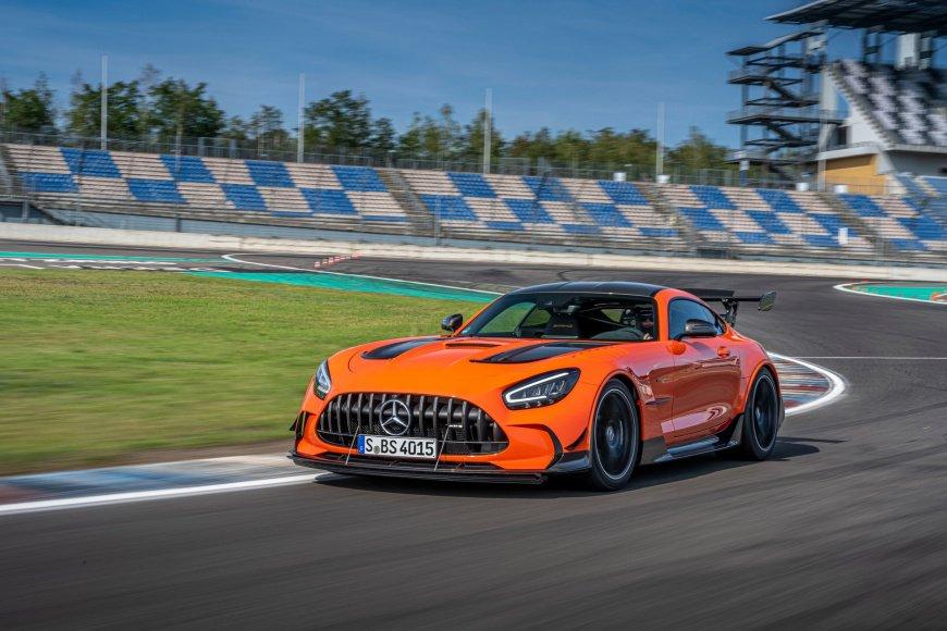 Mercedes-AMG-GT-Black-Series-1.jpg