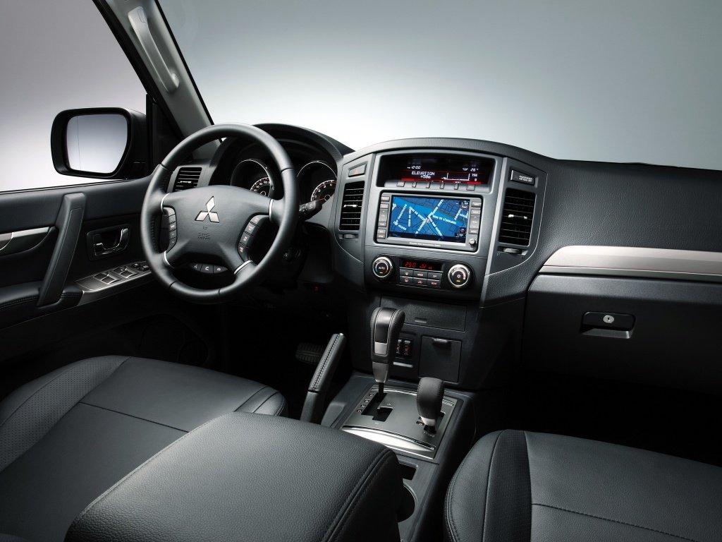 Фото салона автомобилей Mitsubishi …
