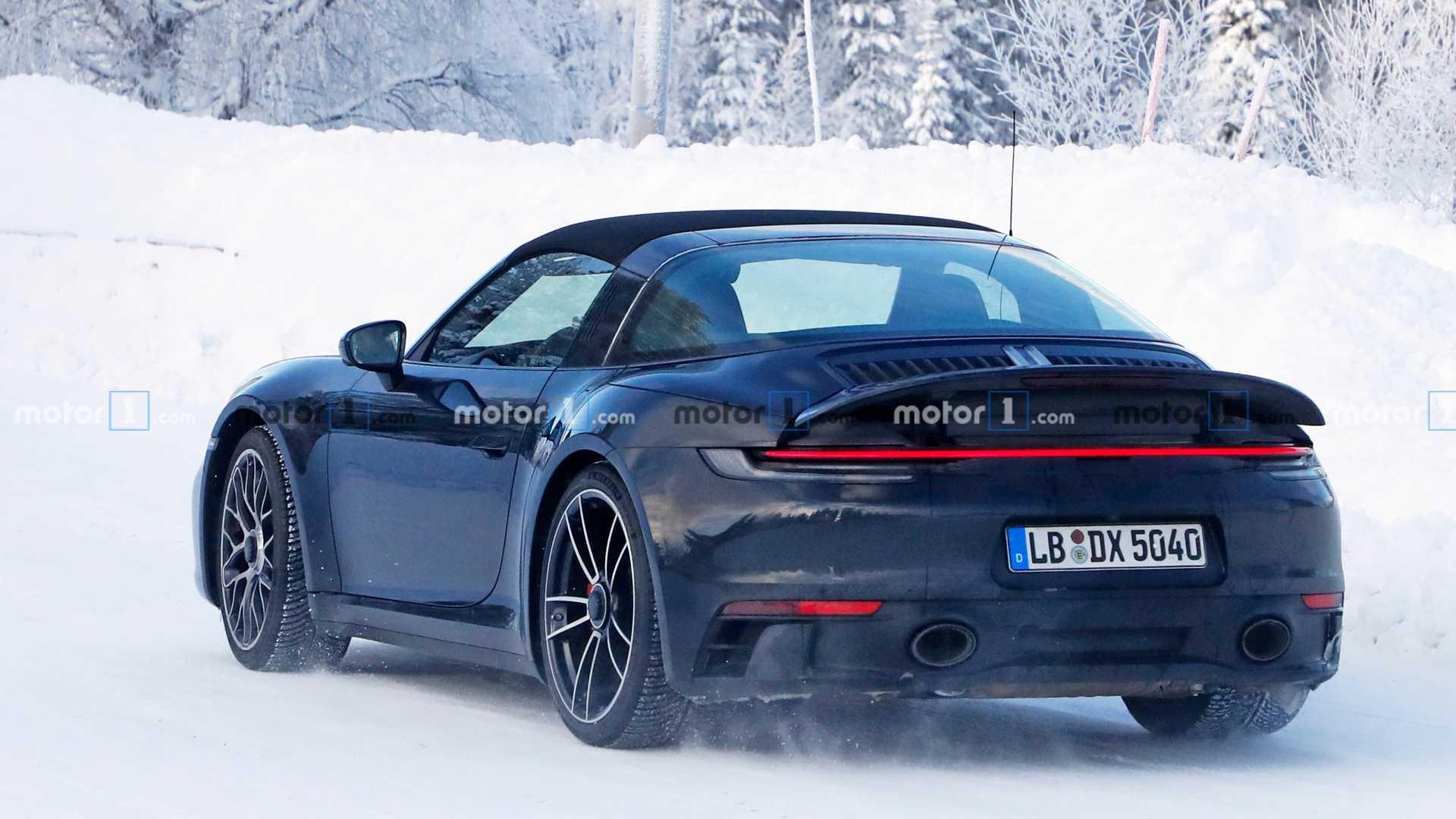 Появились фото обновленного купе Porsche 911 Targa GTS