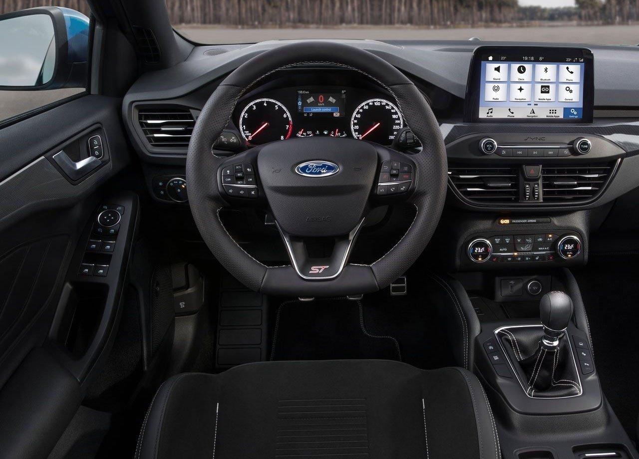 Ford опубликовал видео с восхождением Focus ST на холм Гудвуда