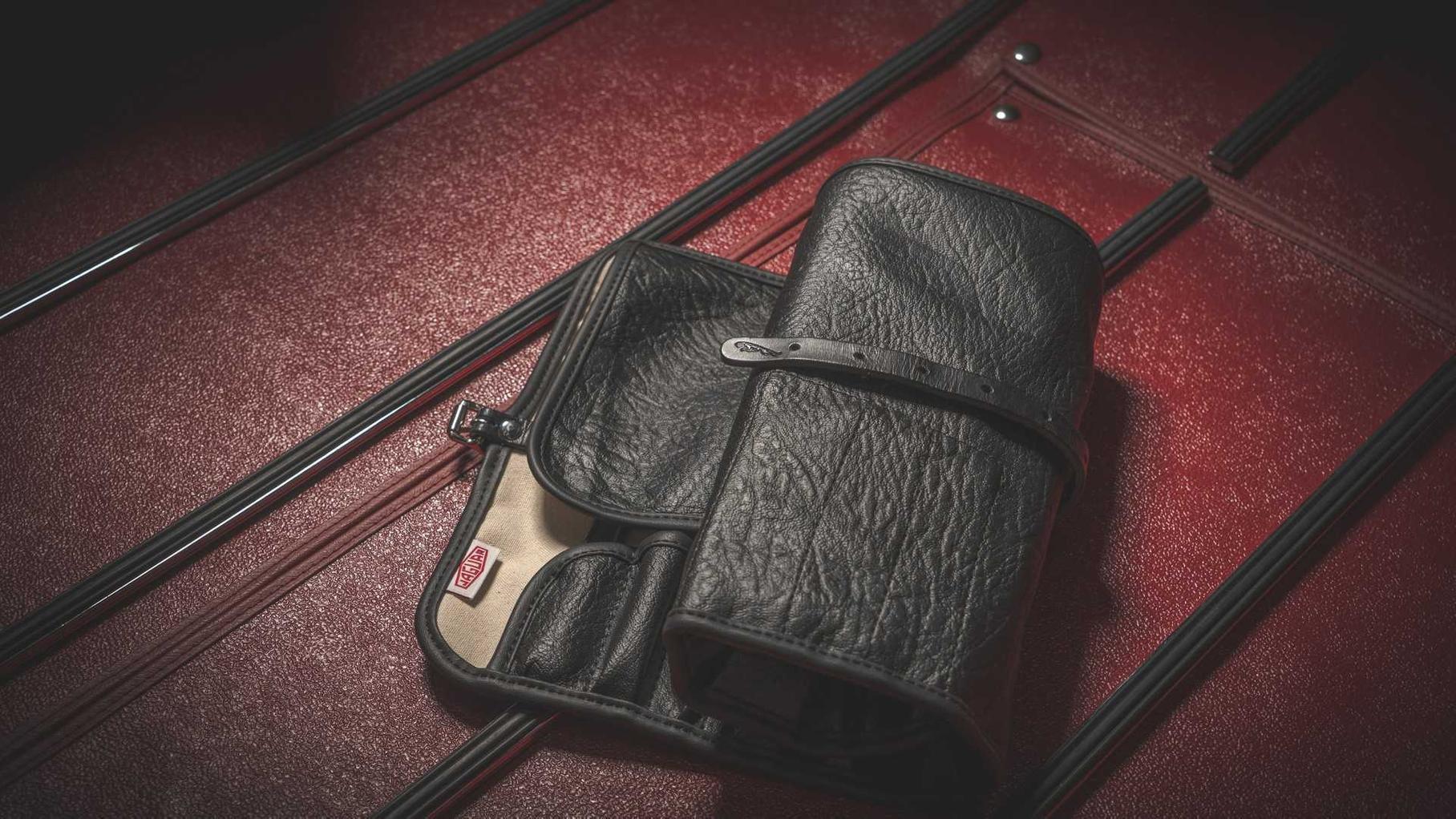 Jaguar выпустил набор оригинальных инструментов для E-Type за 1000 долларов
