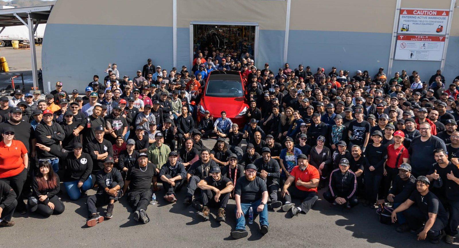 Tesla вынуждена закрыть свой завод Fremont